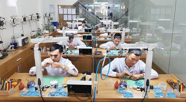 Từ người đánh giày tới hệ thống Bệnh viện cho đồng hồ đeo tay đầu tiên tại Việt Nam