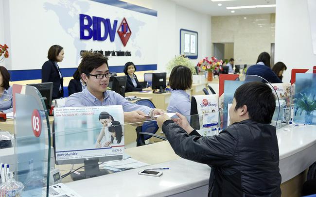 Nghịch lý Banker: Cuối năm thưởng ít thì buồn, nhưng bán hàng cứ thích huy động cao – cho vay thấp