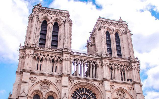 Trước khi sụp đổ một phần vì vụ cháy chấn động, Nhà thờ Đức Bà ở Paris từng là biểu tượng bình yên của cả nước Pháp