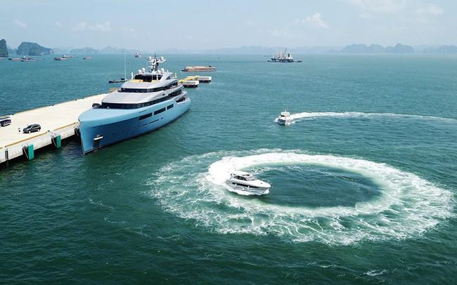 """Ông chủ CLB Tottenham cùng siêu du thuyền 150 triệu USD tới vịnh Hạ Long: """"Tôi chưa thấy nơi đâu có cảnh đẹp như vậy"""""""