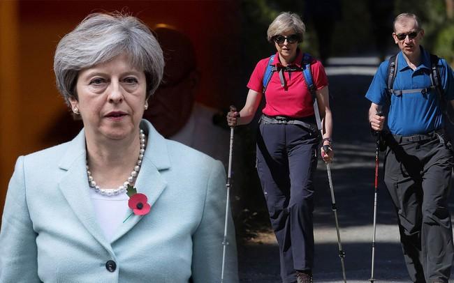 """Triết lý sống """"phải hành động, đừng nói suông"""" và những khoảnh khắc đời thường đến không ngờ của người đàn bà thép Theresa May"""