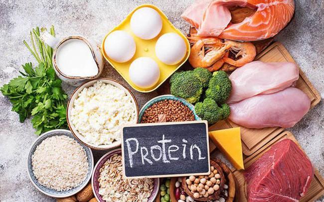 7 dấu hiệu đáng báo động cho thấy bạn đang dư thừa protein: Không giảm ngay, nhẹ thì tăng cân, nặng thì hại thận, đau tim!
