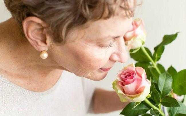 """Đột nhiên giảm khả năng nhận biết mùi hương? Đừng chủ quan, cơ thể đang """"cảnh báo"""" bạn về những căn bệnh nguy hiểm tiềm ẩn!"""