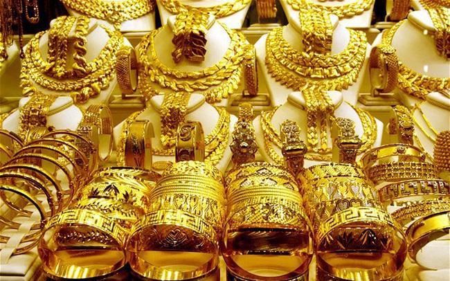 """Giá vàng tăng """"sốc"""" gần 100 USD/ounce sau 1 đêm"""