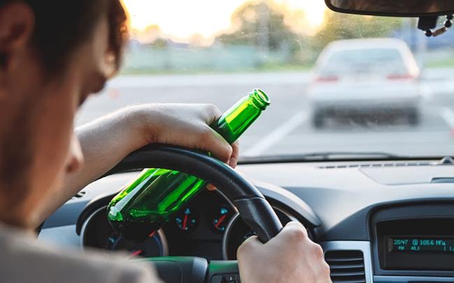 Vì sao điều khoản cấm tiệt rượu bia bất ngờ trở lại trong luật?