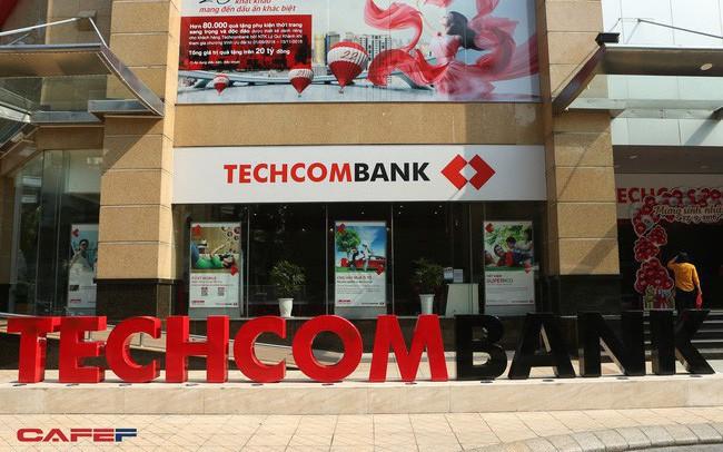 """""""Tự hào"""" cho vay mua nhà nhiều nhất thị trường, chính sá.ch siết tín d.ụng BĐS sẽ ảnh hưởng thế nào tới doanh thu của Techcombank?"""