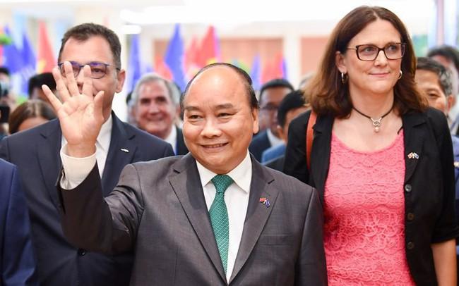"""Sự hiện diện """"bất ngờ"""" của Thủ tướng Nguyễn Xuân Phúc ở lễ ký kết EVFTA - dấu mốc mới cho hành trình gần một thập kỷ"""