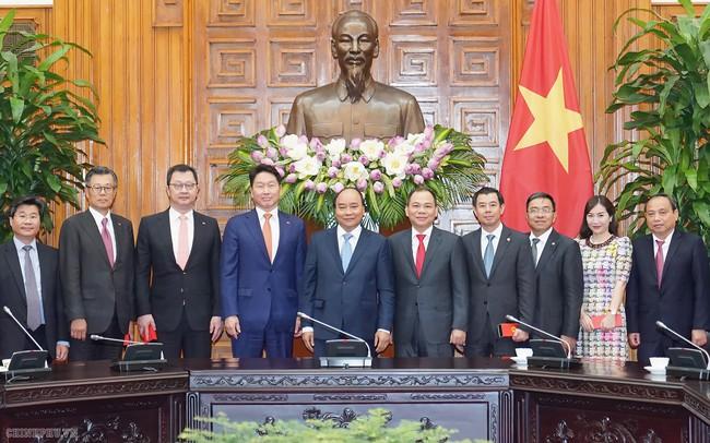 Thủ tướng Nguyễn Xuân Phúc: Mong SK và Vingroup hợp tác tốt hơn để có những sản phẩm mới