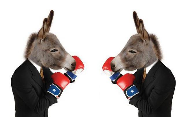 Đảng Dân chủ đang mải chiến đấu với nhau thay vì đối đầu ông Trump