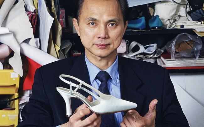 """Người đàn ông từng """"làm mưa làm gió"""" với thương hiệu Jimmy Choo, thiết kế giày cho cố công nương Diana: Đừng bao giờ tham lam hay sân si!"""