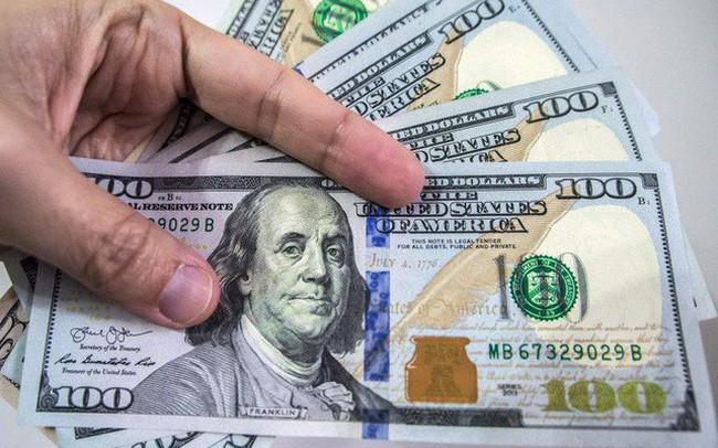 """Tỷ giá trong nước """"bất động"""" bất chấp đồng USD trên thị trường quốc tế tăng vọt"""