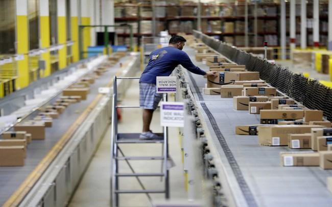 Nhân viên cấp cao của Amazon tiết lộ: Điều kiện làm việc của nhân viên kho là 'sự xấu hổ' cho cả công ty