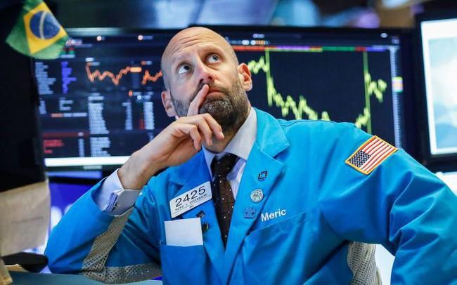 Kỳ vọng về việc Fed hạ lãi suất sụt giảm, Dow Jones có lúc mất hơn 200 điểm