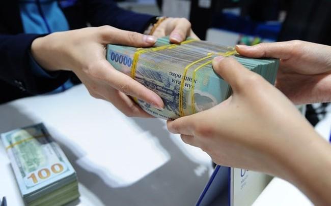 Vì sao lãi suất liên ngân hàng giảm nhưng lãi suất huy động vẫn cao?