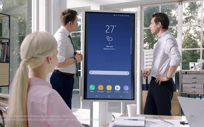 """Hết thời bảng đen phấn trắng, Samsung cho ra sản phẩm bảng tương tác """"game hoá"""" các bài giảng, phân phối độc quyền qua công ty con của CMC"""