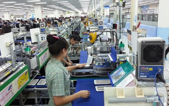 """Theo dự thảo mới của Bộ Công thương, sản phẩm Samsung, Apple làm ra tại Việt Nam có được gắn """"Made in Vietnam""""?"""