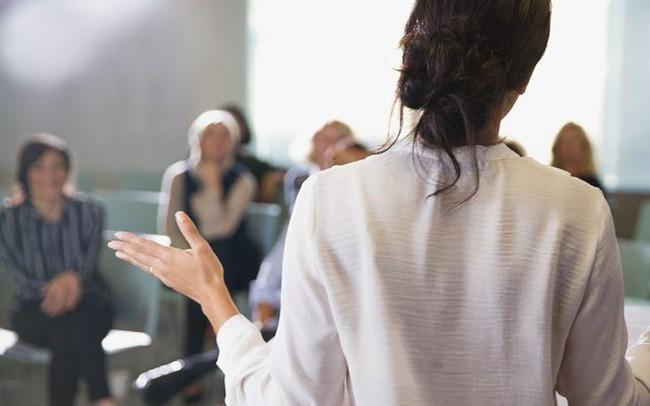 """5 ngôn ngữ cơ thể """"bí mật"""" này có thể giúp bạn đi trên con đường triệu đô: Muốn tăng lương, kiếm thêm thu nhập hay tăng cơ hội công việc thì nhất định đừng bỏ qua"""