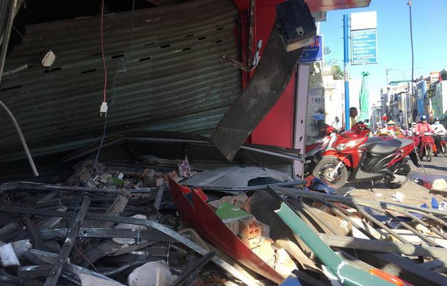 [CLIP] - Hiện trường xe container lao vào nhà dân gần ngã tư Phú Nhuận