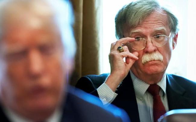 Thị trường dầu mỏ sẽ bị ảnh hưởng thế nào sau khi ông Trump sa thải cố vấn cấp cao John Bolton?