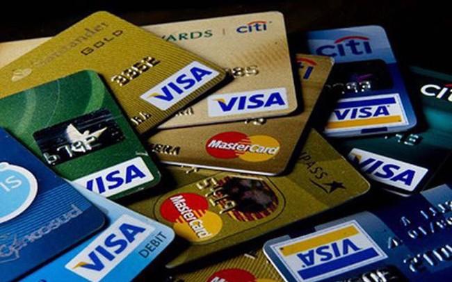 Lãi suất thẻ tín dụng Visa hạng chuẩn của các ngân hàng hiện nay thế nào?