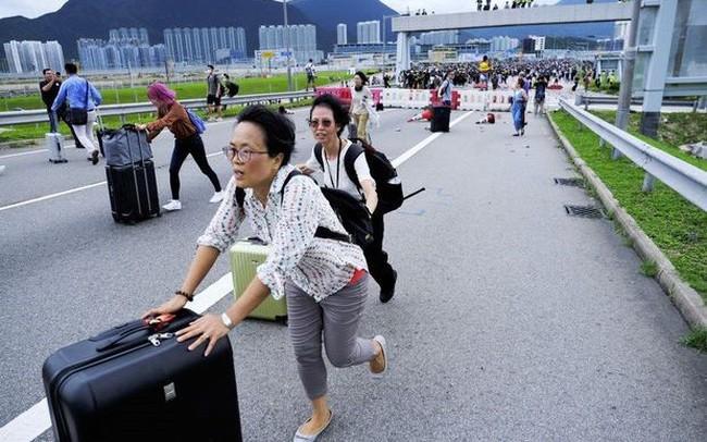 Các khách sạn vắng ngắt và phòng nghỉ hạ giá: Du lịch Hồng Kông bị ảnh hưởng nặng nề nhất kể từ đại dịch SARS