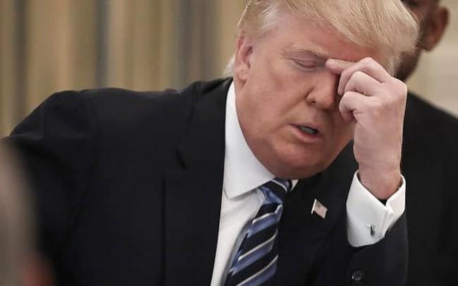 Tổng thống Trump đối mặt với nguy cơ bị luận tội, chứng khoán Mỹ bất ngờ trượt dốc, S&P 500 giảm mạnh nhất trong tháng