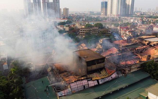 Vụ cháy Công ty Rạng Đông: Thủ tướng yêu cầu đảm bảo an toàn cho người dân ở khu vực bị ảnh hưởng