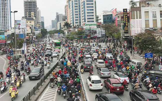 Ảnh: Đường phố Hà Nội ùn tắc trong ngày đi làm đầu tiên của năm 2019