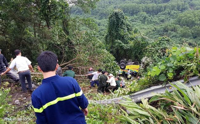 Xe khách rơi trên đèo Hải Vân, 21 sinh viên bị nạn