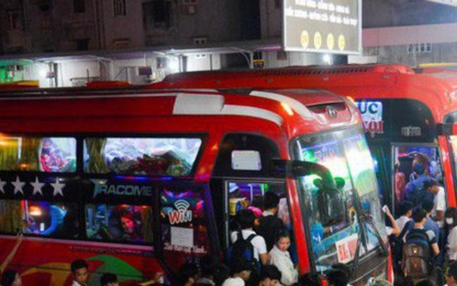 """5 bến xe ở Hà Nội """"cõng"""" cả triệu khách về đón Xuân"""