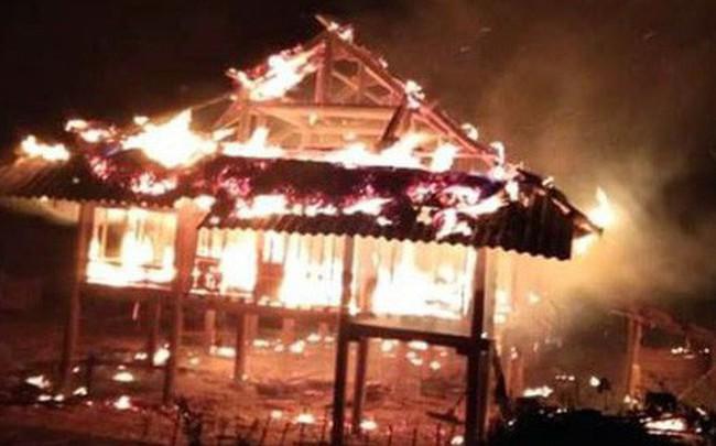 Căn nhà đỏ rực lửa trong đêm giao thừa do đun nồi bánh trưng cháy bén