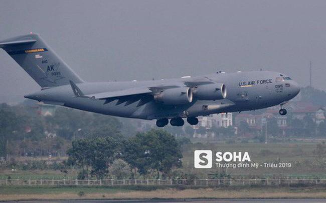 [NÓNG] Vận tải cơ C-17 của Không quân Mỹ hạ cánh tại sân bay Nội Bài