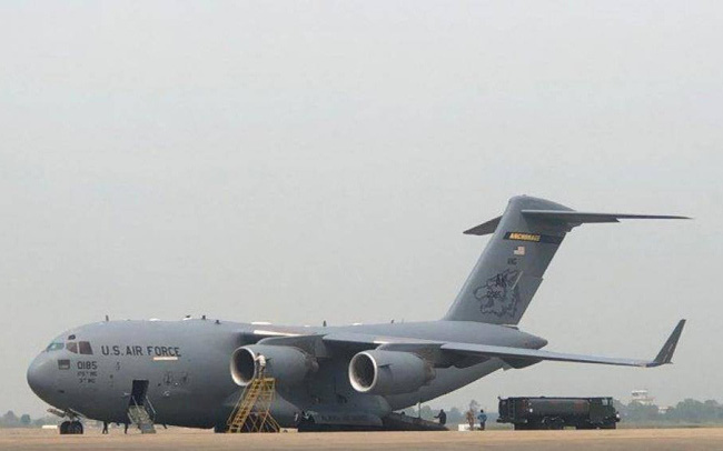 Mỹ xét nghiệm kỹ càng xăng máy bay Jet A1 trước khi tra nạp tại Nội Bài