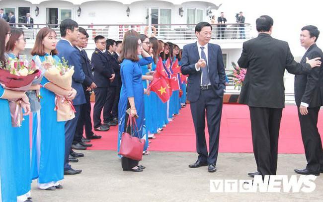 Những hình ảnh mới nhất phái đoàn Triều Tiên lên tàu 5 sao tham quan vịnh Hạ Long