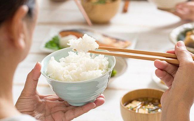 Ăn nhanh hoặc chậm đều gây ra nhiều vấn đề sức khỏe: Một bữa ăn nên kéo dài trong bao lâu?