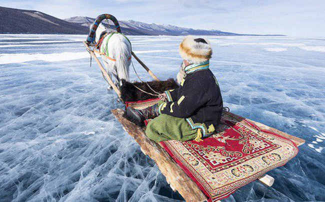 Lễ hội trên hồ đóng băng kỳ lạ của người Mông Cổ: Lạnh kinh hoàng nhưng đẹp đến mê mẩn