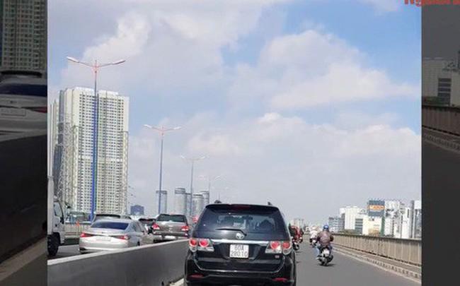 Chủ nhân chiếc xế hộp ngang nhiên chạy vào làn xe máy trên cầu Sài Gòn là ai?