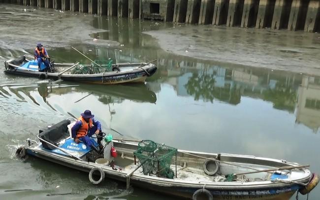 Cá lại chết nổi trắng kênh Nhiêu Lộc - Thị Nghè sau mưa