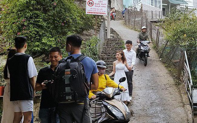 """Người dân sống gần con dốc hot nhất Đà Lạt lên tiếng về tấm biển cấm quay phim chụp hình: """"Một ngày 4 vụ tai nạn xảy ra"""""""