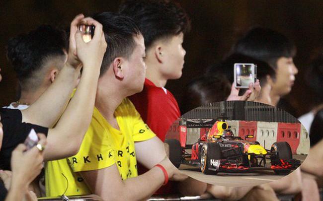 Muôn vàn cảm xúc của người dân Việt khi chứng kiến tận mắt những chiếc xe F1 ngay tại Hà Nội