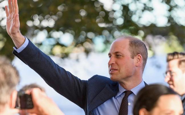 Hoàng tử William bất ngờ tiết lộ về con đầu lòng của Meghan và em trai Harry khiến người dùng mạng đứng ngồi không yên