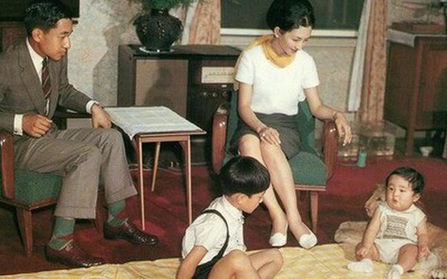 Hoàng hậu Michiko đã phá vỡ quy tắc nuôi dạy của Hoàng gia Nhật như thế nào mà khiến cả dân Nhật ngưỡng mộ và tự hào