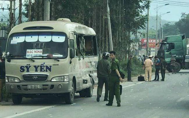 Xe khách đâm xe đầu kéo ở Lạng Sơn, 5 người thương vong