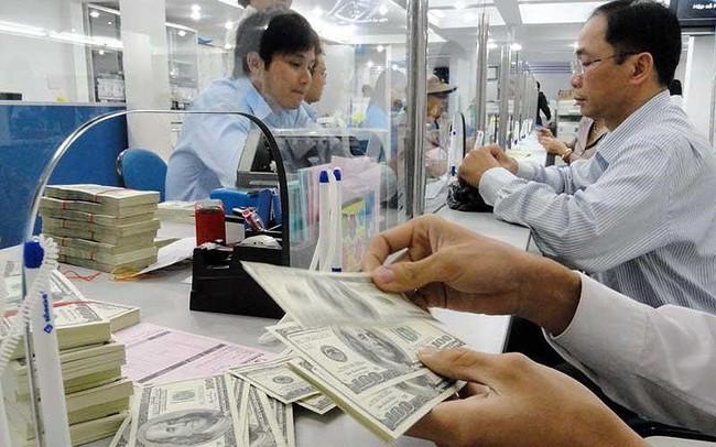 'Giải mã' đồng đôla Mỹ đột ngột nổi sóng lớn