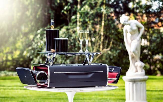 Bộ đồ uống champagne của Rolls-Royce đắt hơn một chiếc BMW