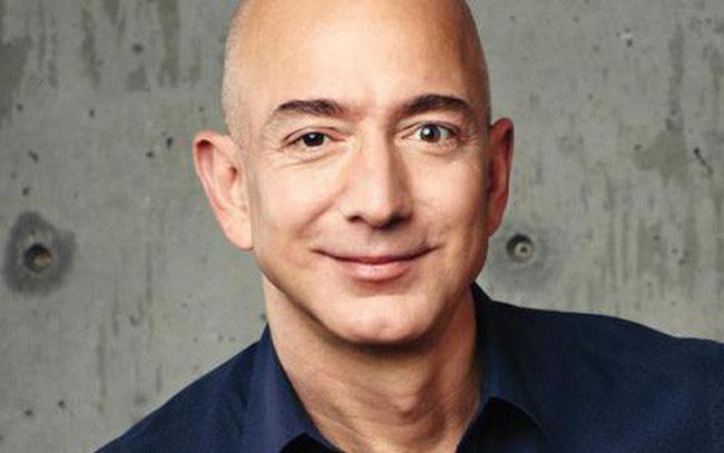 """Jeff Bezos: Các doanh nhân nên bị """"ám ảnh bởi khách hàng"""", đừng khiến họ hài lòng, hãy làm họ hoàn toàn thích thú"""