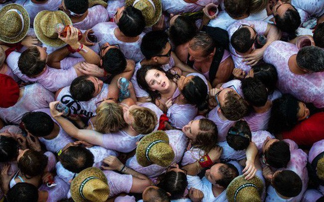 Dân số thế giới tăng lên gần 8 tỷ người, ngày càng già hoá