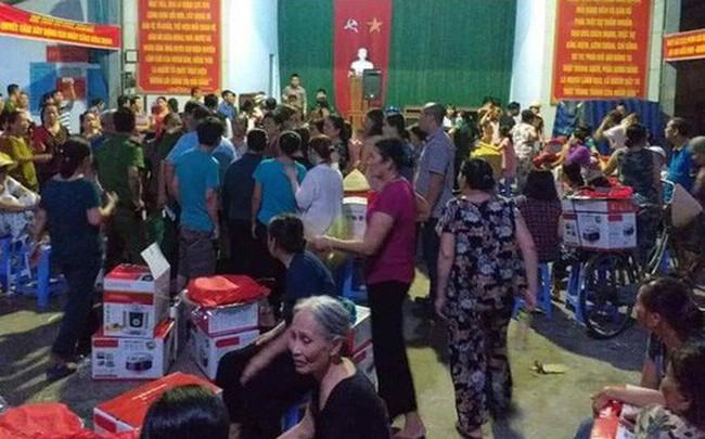 Nghi hàng dỏm, người dân bao vây, nhân viên bán hàng phải nhờ phường giữ hộ 540 triệu