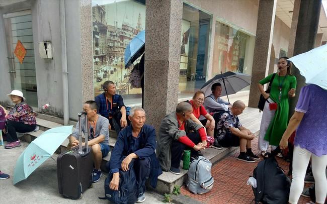 """Hàng trăm khách Trung Quốc tố các công ty """"tour 0 đồng"""" lừa đảo"""