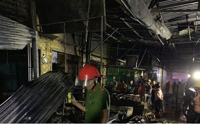Gia Lai: Cháy chợ trong đêm, hàng loạt ki ốt bị thiêu rụi